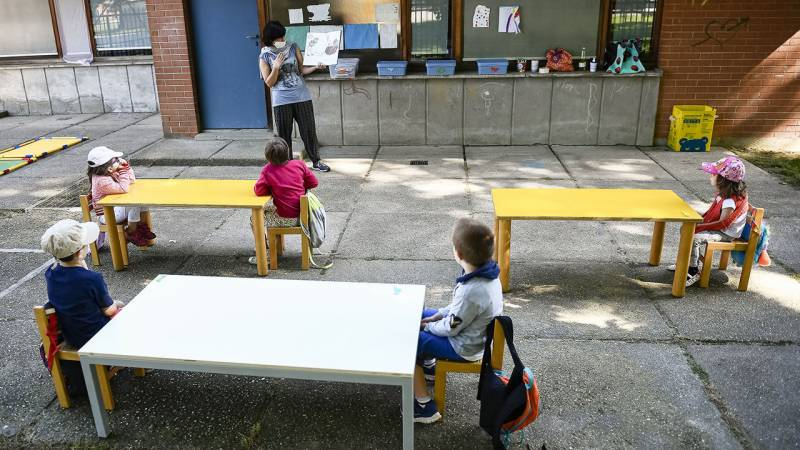 Poland's youngest return to school as depression rates grow