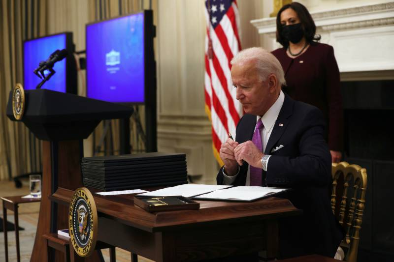 Biden orders spate of new US Covid measures as EU discourages travel