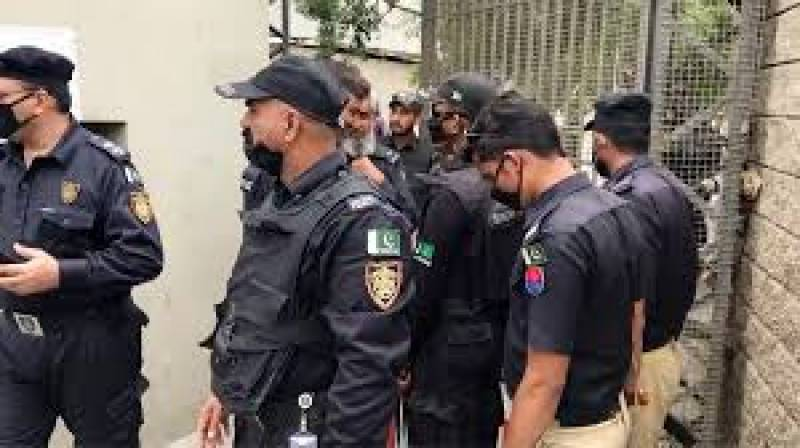 Fleeing dacoits arrested after exchange of fire with Karachi police
