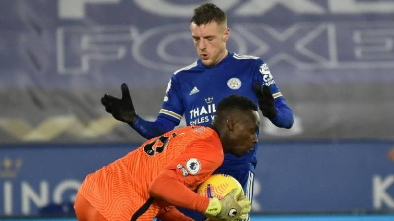 Title-chasing Leicester suffer Vardy blow