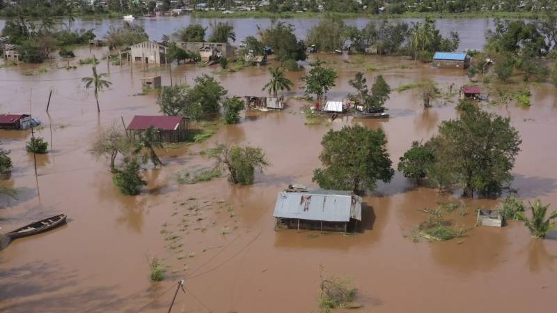 Cyclone Eloise leaves hundreds homeless in Mozambique