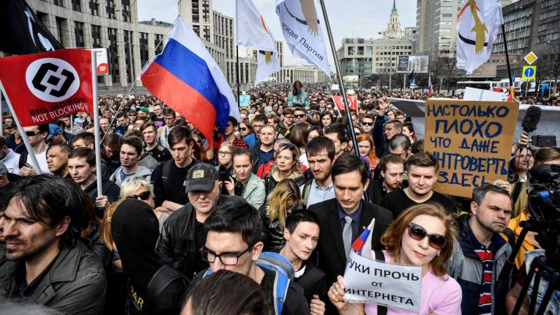 Russia to fine social media platforms over youth protests