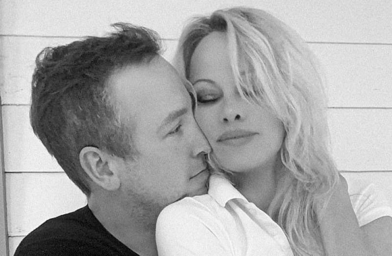 Pamela Anderson ties the knot with her bodyguard