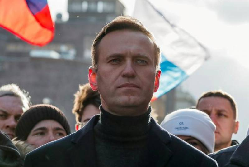 Russian prosecutors back request to imprison Navalny