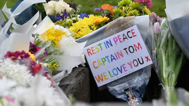 Silence, applause and flowers for UK hero 'Captain Tom'