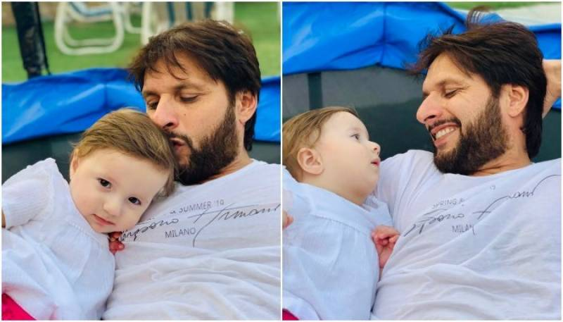 First baby steps of youngest daughter makes it Afridi's day