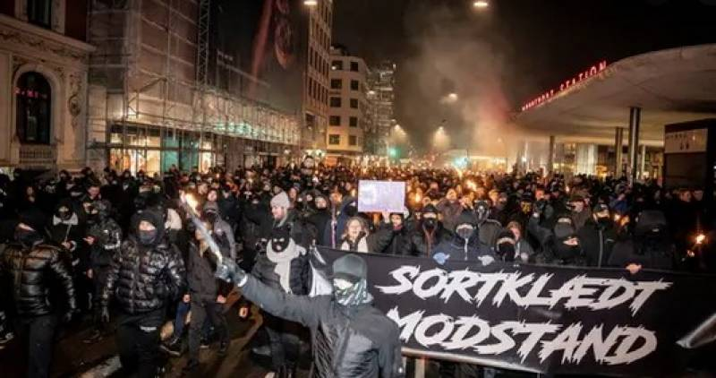 Hundreds protest Covid restrictions in Denmark