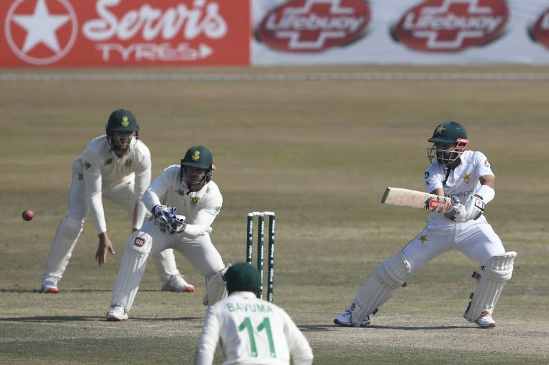 Markram, Dussen give South Africa hope of victory against Pakistan