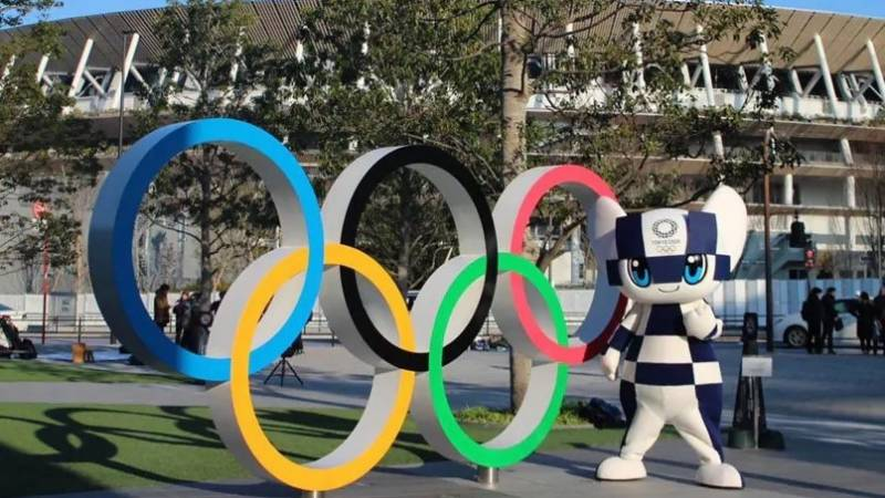 Fans, but no cheering, for delayed Olympic torch relay