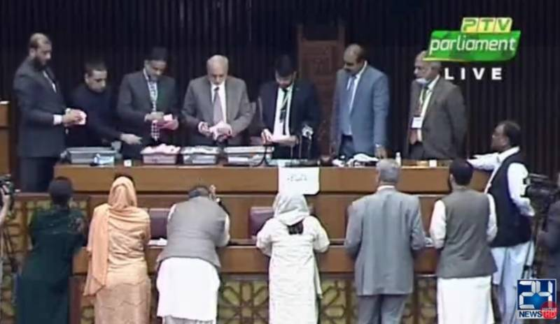 Counting of votes in Senate elections begins