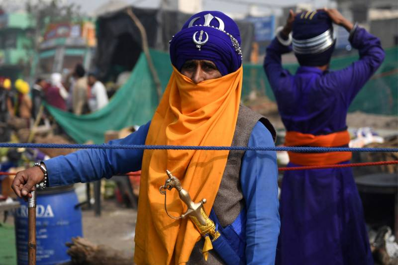 India's sword-wielding Sikh warriors guard protesting farmers