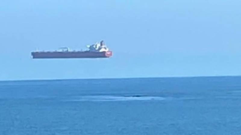 Flying ship picture baffles the internet