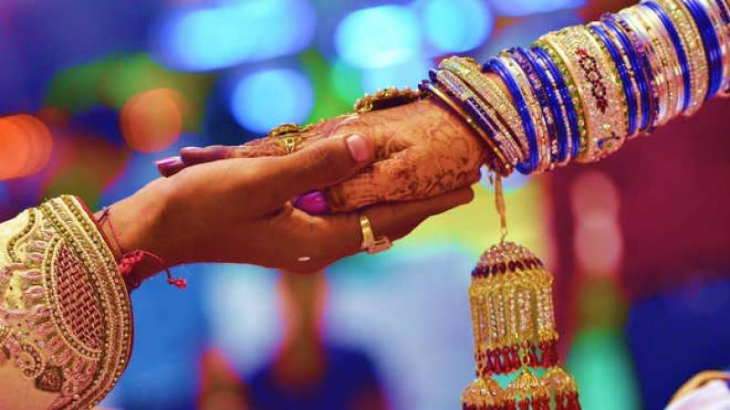 Bride, groom looted on return from marriage hall