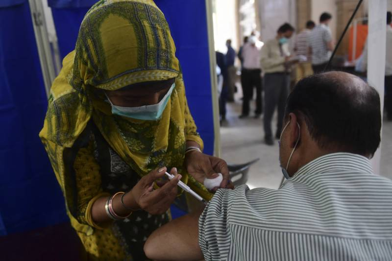 Coronavirus daily cases climb up to 2,701, deaths 54 in Pakistan