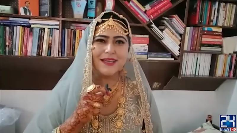 When scholars wed, books take centre stage