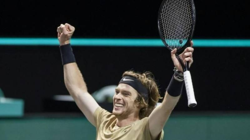 Rublev wins in Dubai, joins criticism of ranking system