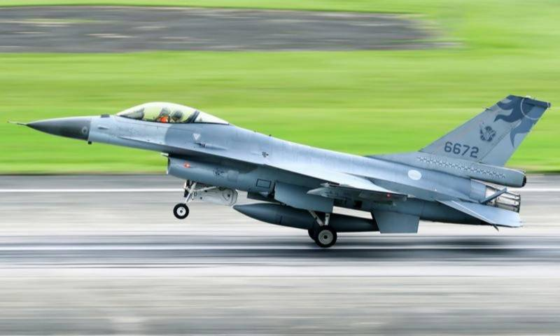 Two Taiwan fighter jets missing after suspected collision