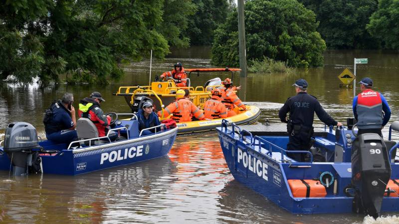 Catastrophic' Australia floods prompt helicopter rescues
