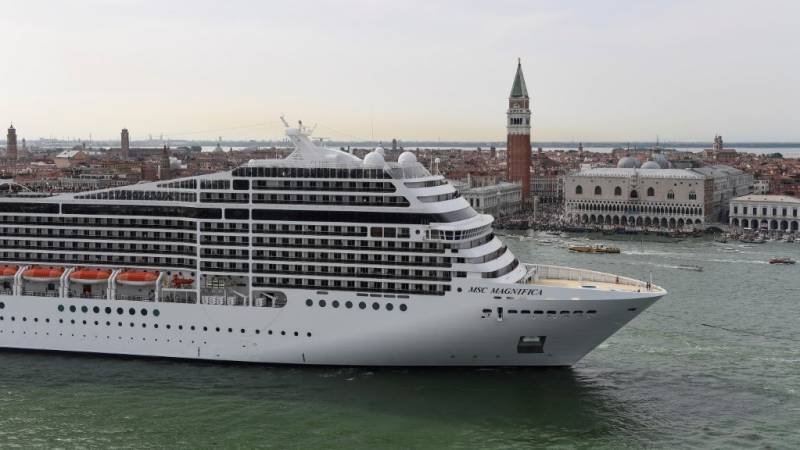 Italy to keep cruise ships away from central Venice