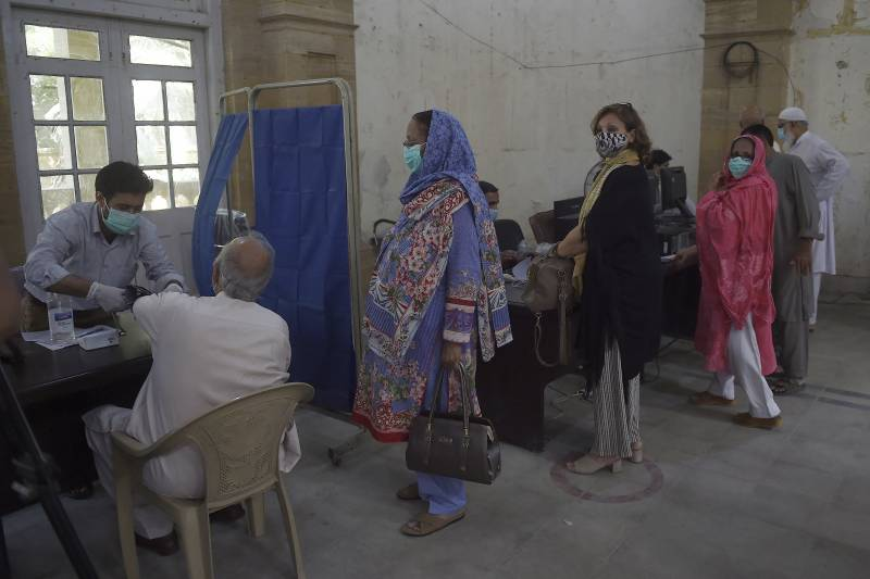 Coronavirus on the prowl as 67 more Pakistanis died, 4,468 infected