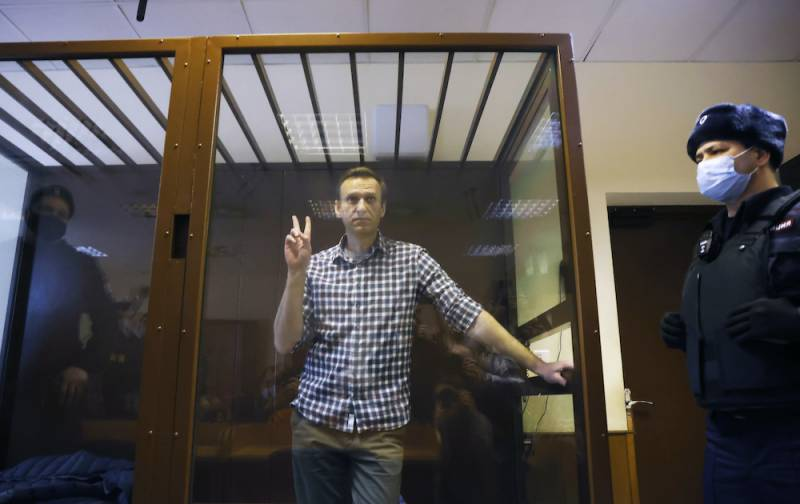 Navalny says risks solitary confinement in Russian prison