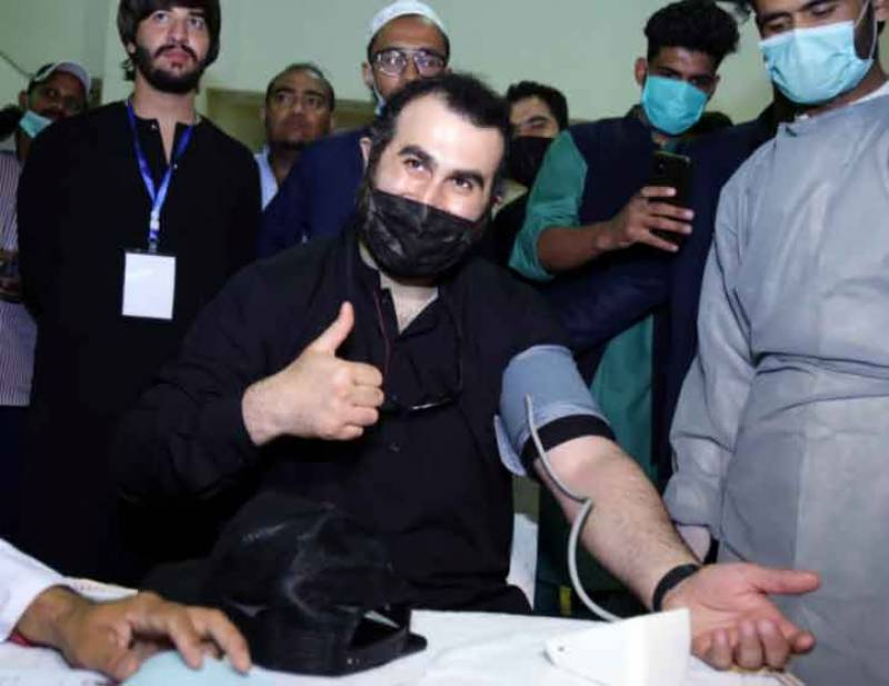 People throng Expo Centre to donate blood on call of Ertugrul's Abdul Rehman Alp