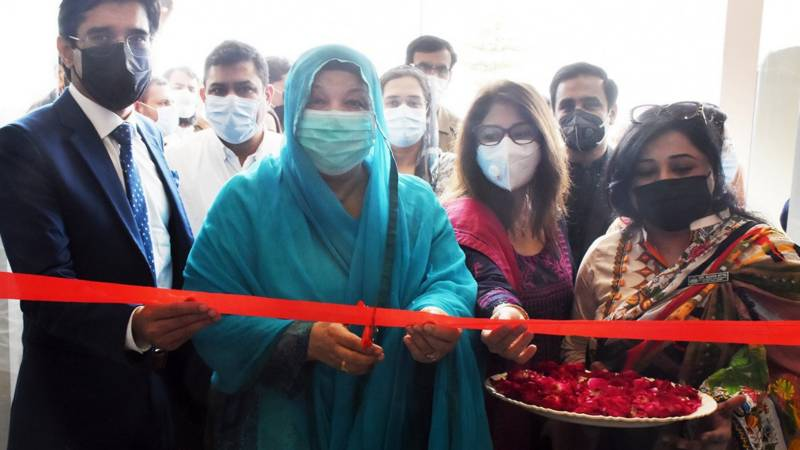 Dr Yasmin Rashid inaugurates vaccination centre at Minar-i-Pakistan