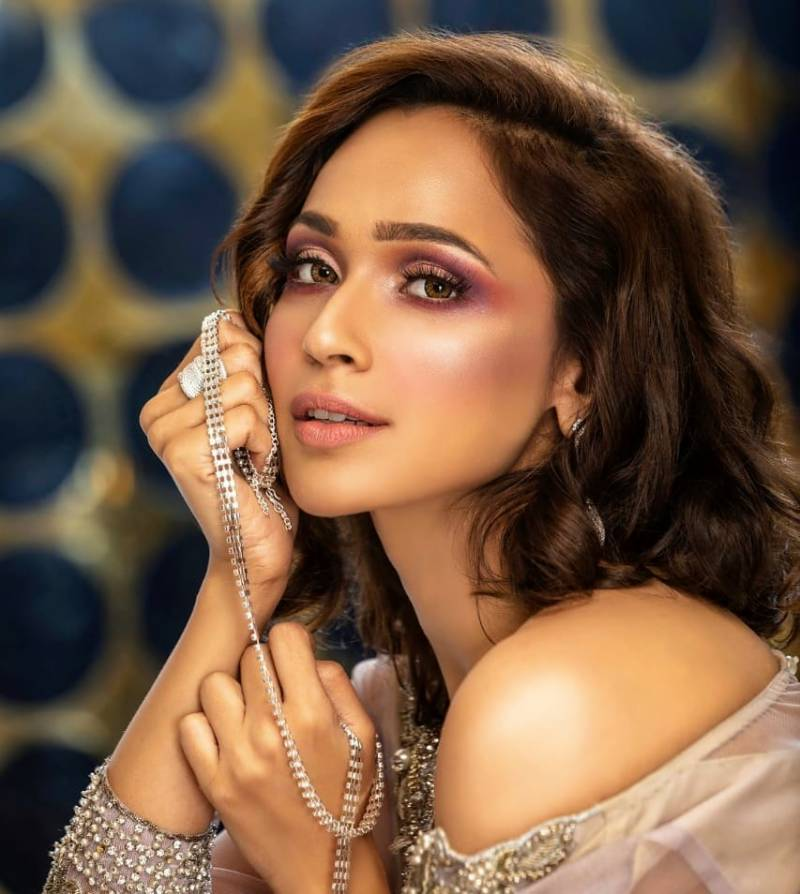 Faryal Mehmood shows her exquisite dancing skills in video
