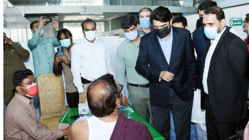 Punjab Higher Education Minister pays surprise visits to vaccination markaz Expo Centre