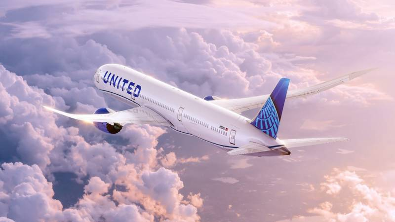 As air travel picks up, United says it is hiring pilots