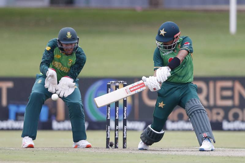 Late fireworks from Hasan, Babar help Pakistan set 321 runs target for Proteas