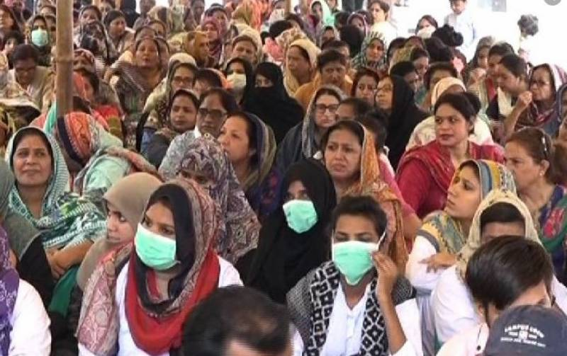 Lady health workers injured in Karachi protest