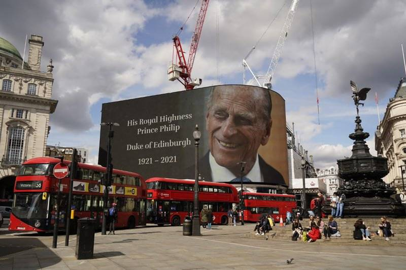 Guns and silence to mark Prince Philip's death