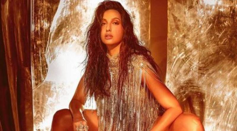 Noora Fatehi sets floor on fire with her bold performance at Filmfare Awards