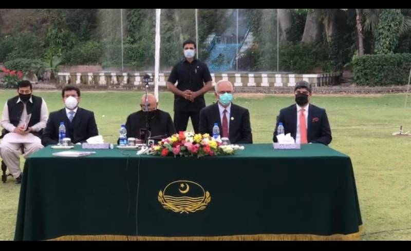 Punjab Governor Ch Sarwar administers oath to Old Ravians Union executive-committee