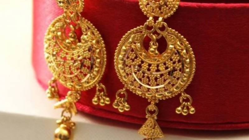 Gold prices fall in Pakistan