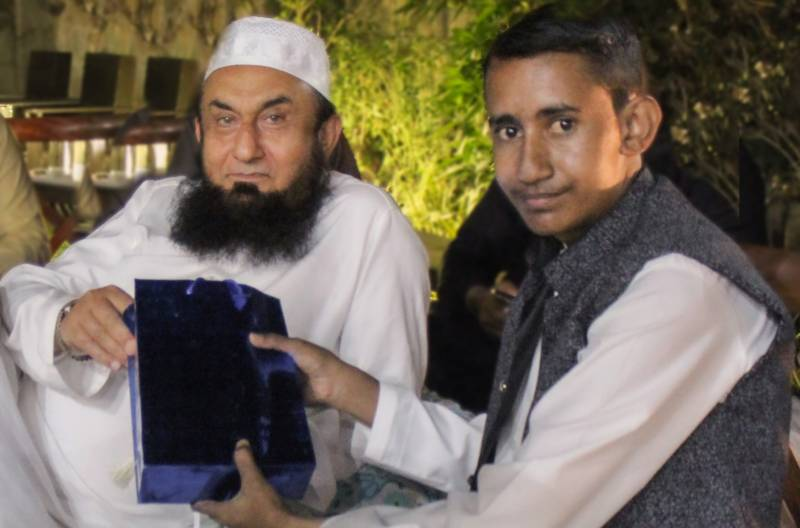 Make a Wish arranges cancer patient meeting with Maulana Tariq Jamil