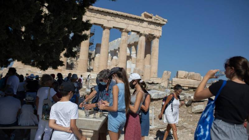 Greece to allow vaccinated tourists in next week