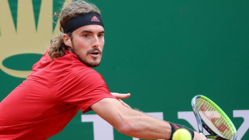 Tsitsipas moves into Monte Carlo semis as Davidovich limps out
