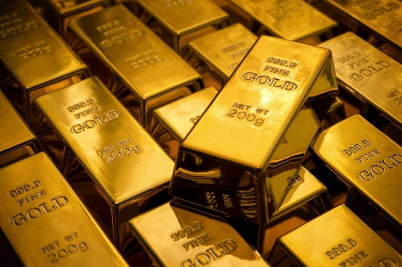 Gold price decreases by Rs700 in Pakistan