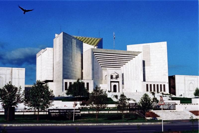 SC hearing suspended as two judges indulge in argumentation