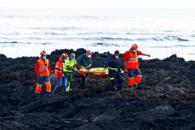 Boat with 17 dead migrants being towed to Spain's Canaries