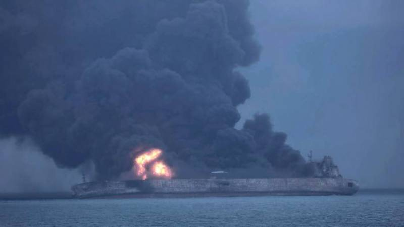 Tanker collision leaves oil spill off China port