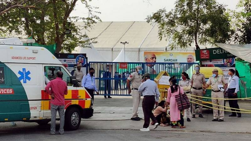 Delhi extends lockdown as cases overwhelm hospitals