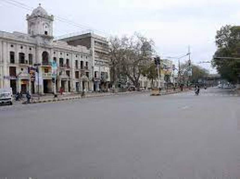Complete lockdown comes into effect in Lahore
