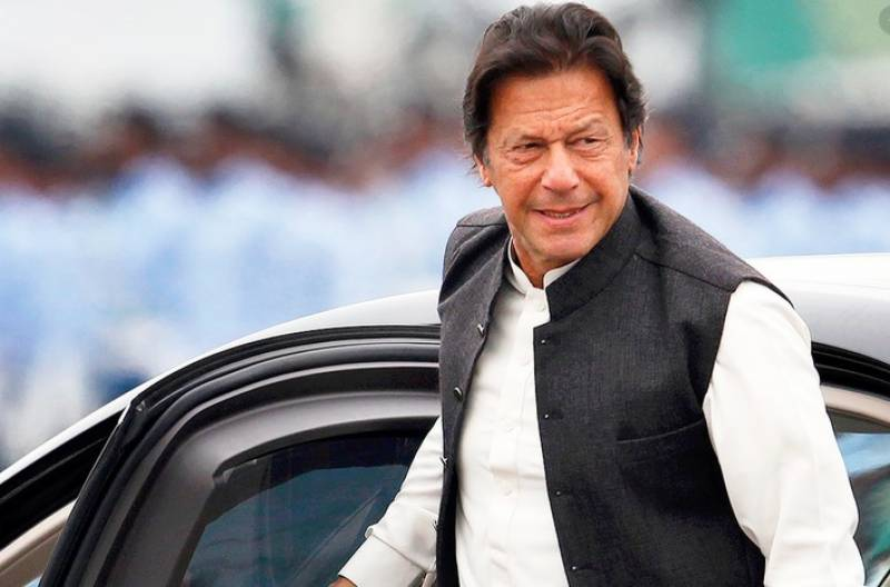 PM Imran drives car without protocol in capital