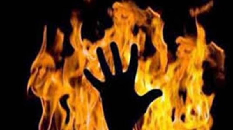 Youth attempts suicide by self-immolation in Larkana