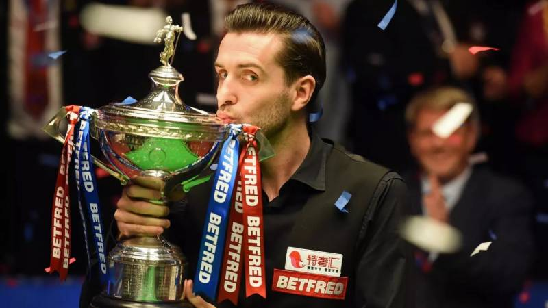 Three-time champion Selby leads Murphy 14-11 in world snooker final