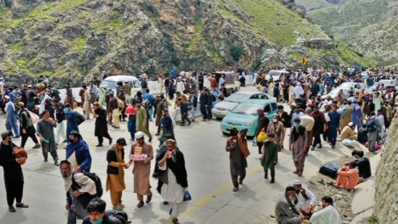 Pakistan to close Afghanistan, Iran land routes on May 5