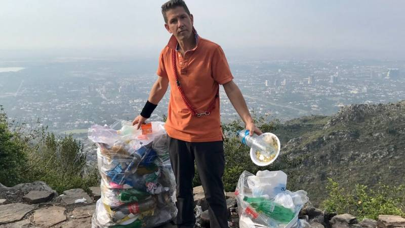 British High Commissioner's picture carrying bags of litter goes viral